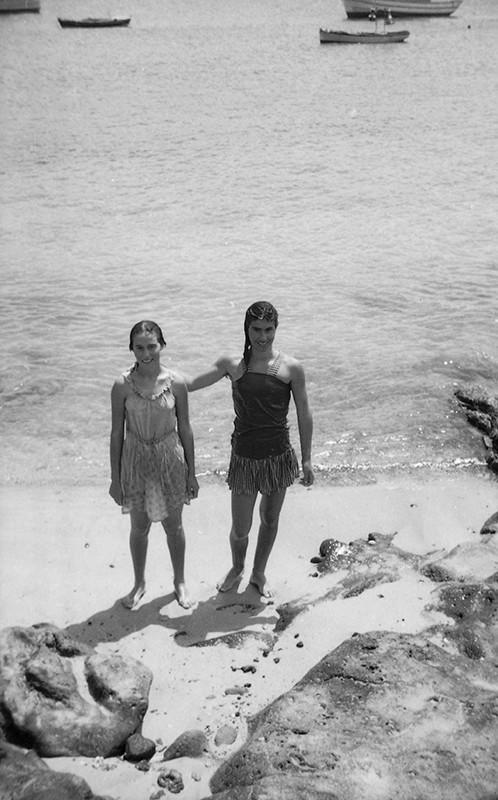 Bañistas en Caleta de Sebo II