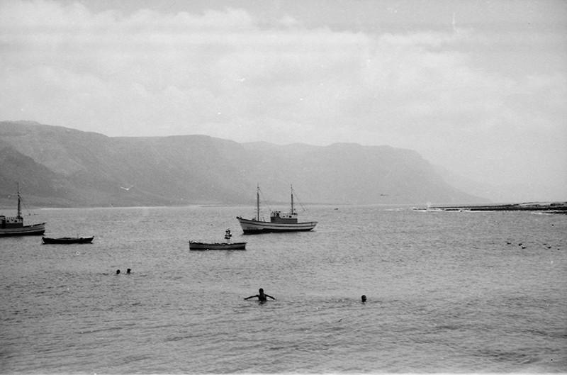 Barcos fondeados en Caleta de Sebo