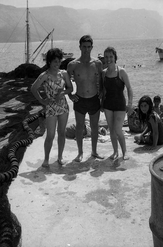 Bañistas en Caleta de Sebo III