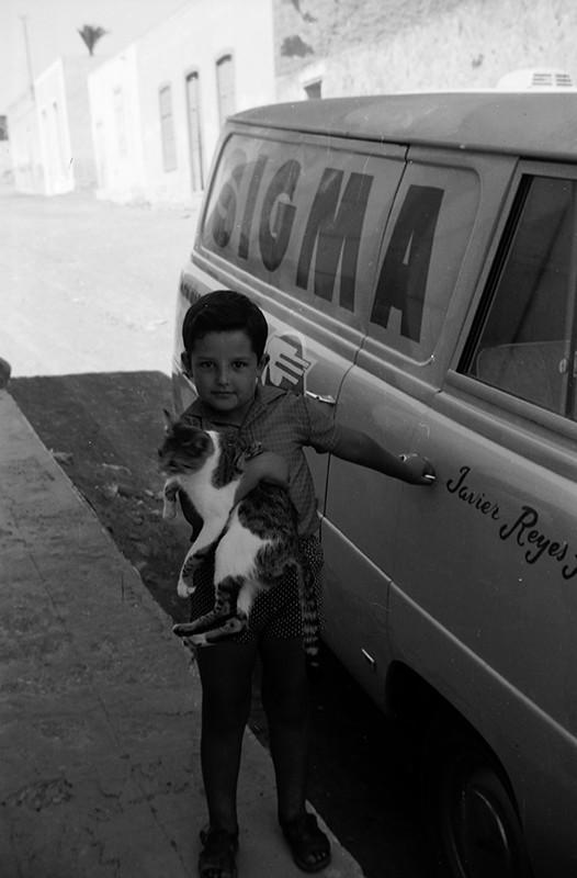 Niño con gato en Haría