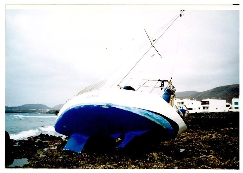 Barco encallado en Arrieta II