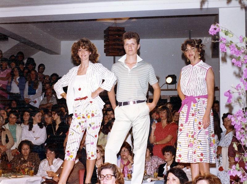 Desfile de moda en Sociedad La Democracia I