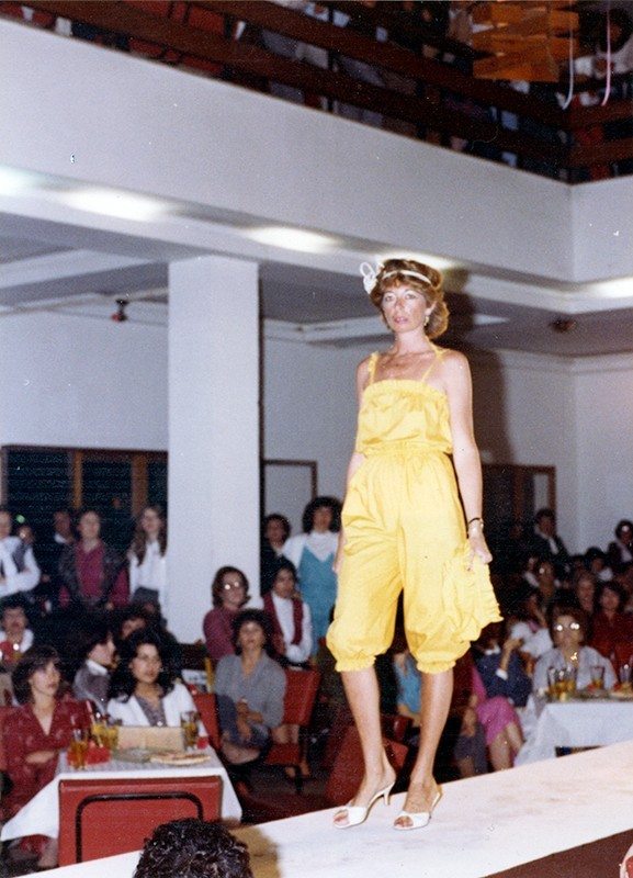Desfile de moda en Sociedad La Democracia IX