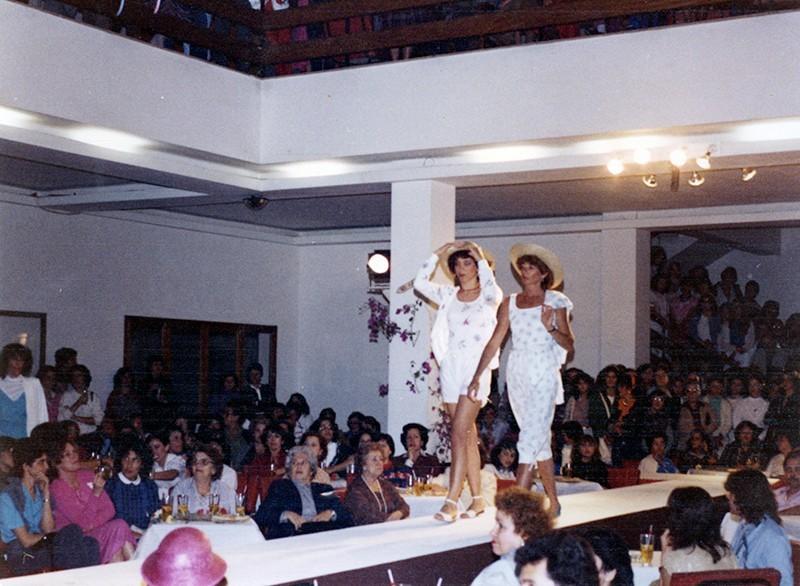Desfile de moda en Sociedad La Democracia XI