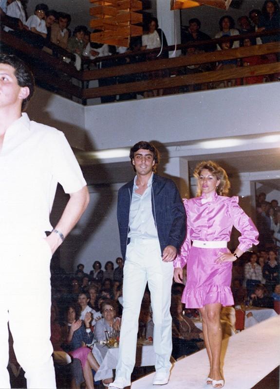 Desfile de moda en Sociedad La Democracia XII