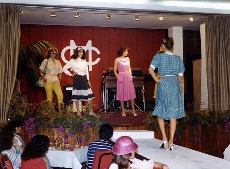 Desfile de moda en Sociedad La Democracia XVII