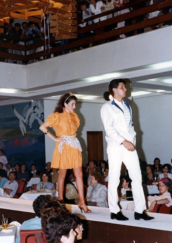 Desfile de moda en Sociedad La Democracia XXIII