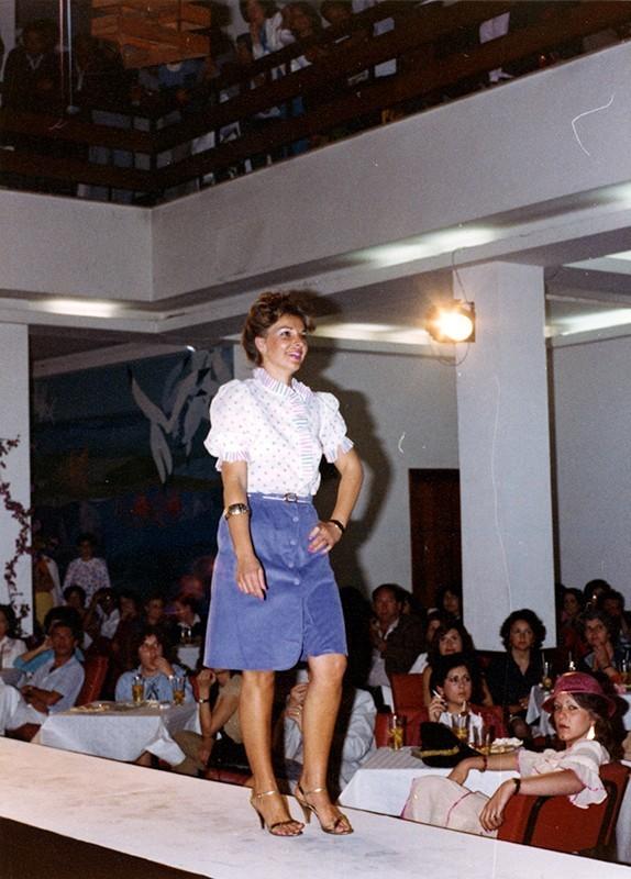 Desfile de moda en Sociedad La Democracia XXIV