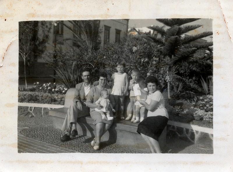 Familia Díaz Aparicio en el parque José Ramírez Cerdá