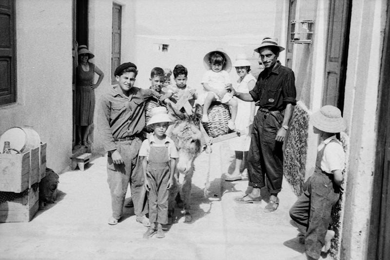 Niños con burro en Caleta de Sebo