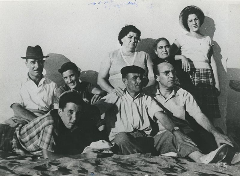 Familia en La Caleta de Famara