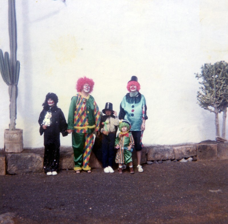 Familia disfrazada en Teseguite