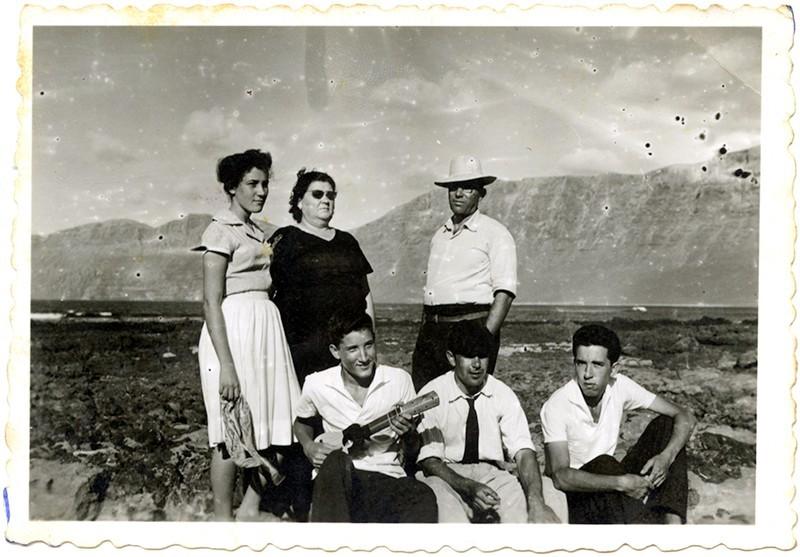 Familia Betancort en La Caleta de Famara I