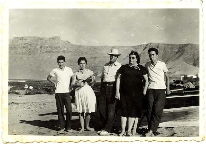Familia Betancort en La Caleta de Famara II