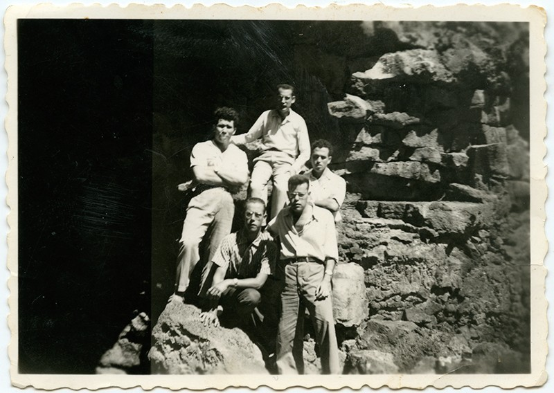 Grupo de amigos en la Cueva de Los Verdes
