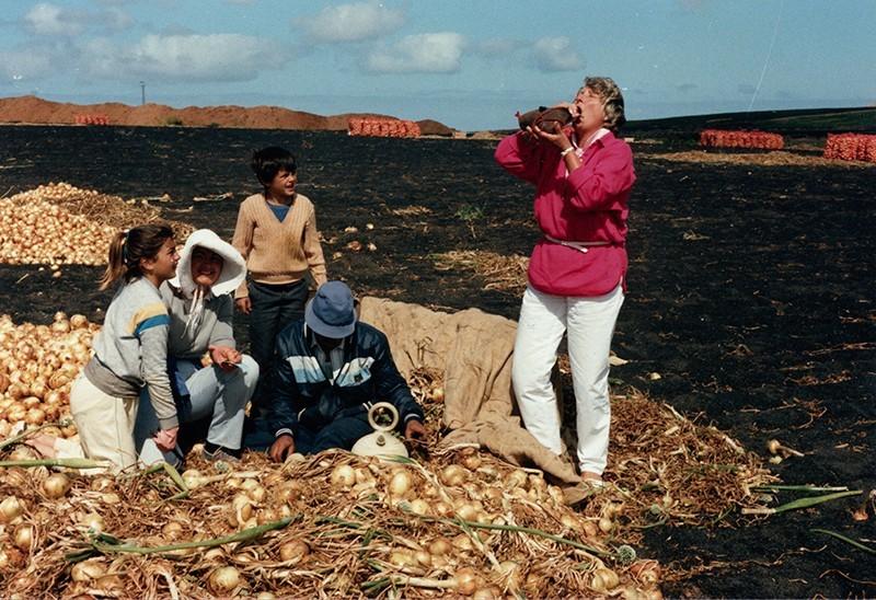 Familia Camacho Díaz cortando cebollas III