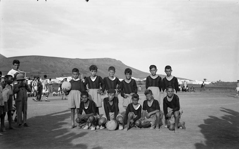 Equipo infantil de fútbol II