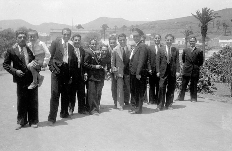 Grupo de jóvenes en Haría II