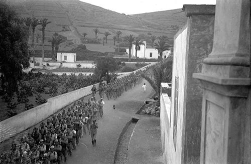 Desfile militar en Haría VI