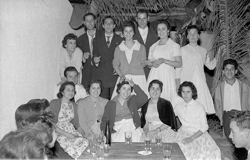 Jóvenes de fiesta XIV
