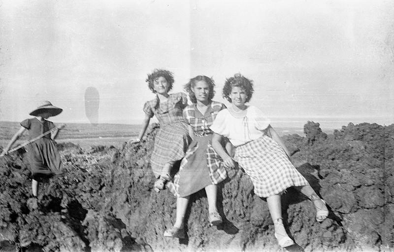 Jóvenes en la playa de Punta Mujeres
