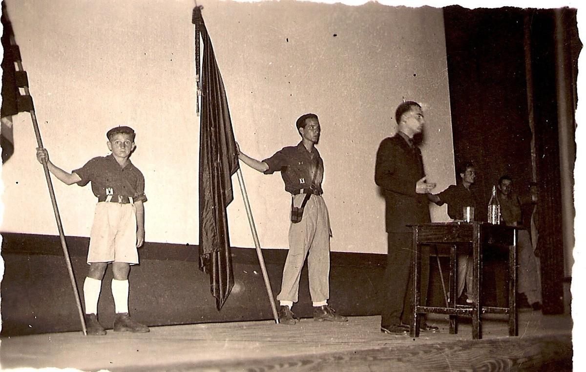 Acto del Frente de Juventudes en el Cine Atlántida