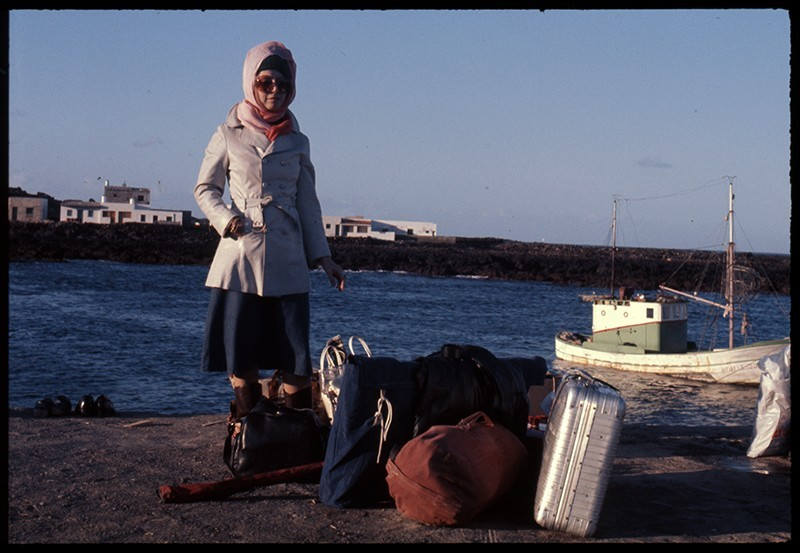 Esperando al barco en Órzola