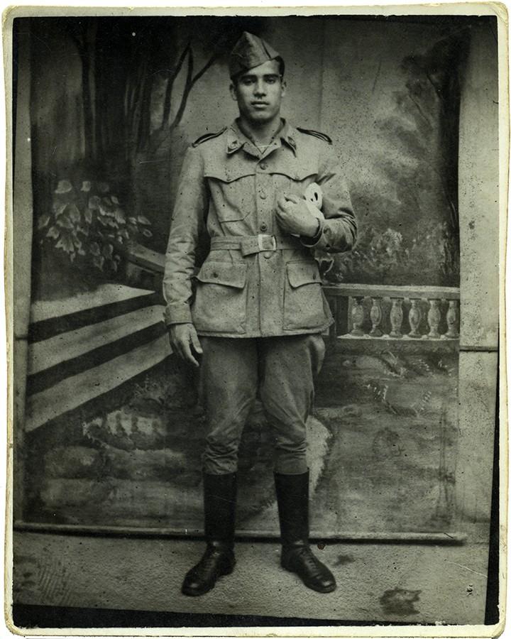 Fefo Rodríguez con uniforme militar