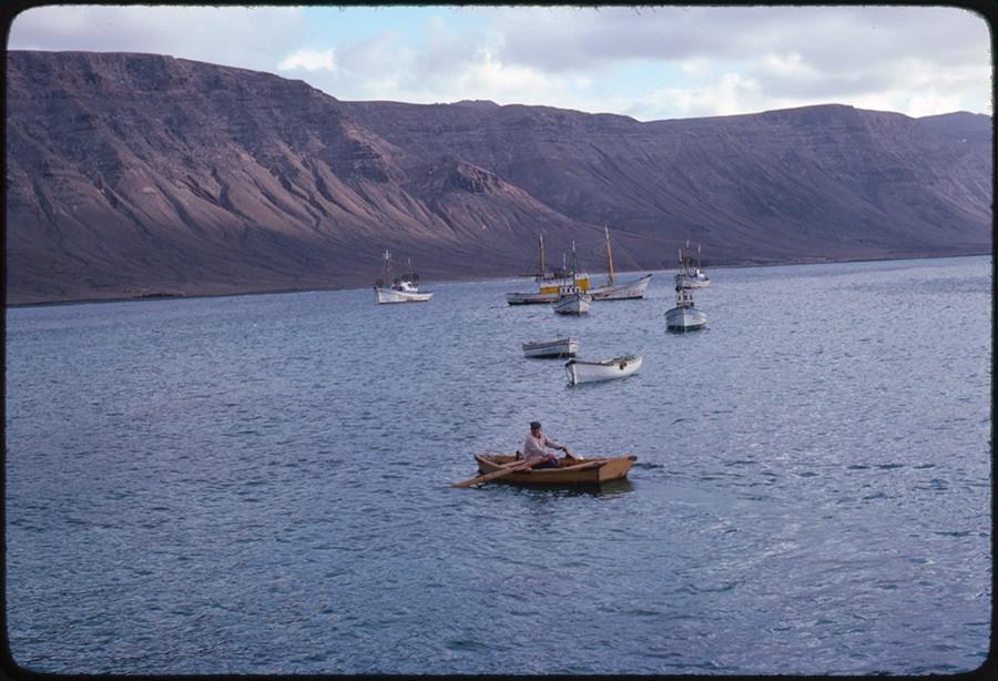 Barcos fondeados en Caleta del Sebo IV