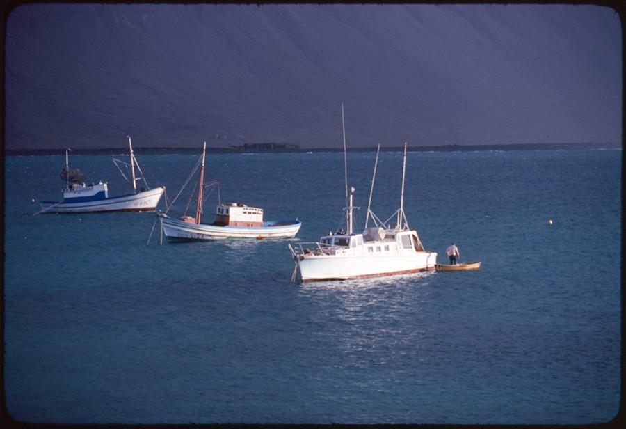 Barcos fondeados en Caleta del Sebo V
