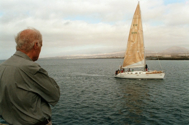 Barco en la bahía de Arrecife