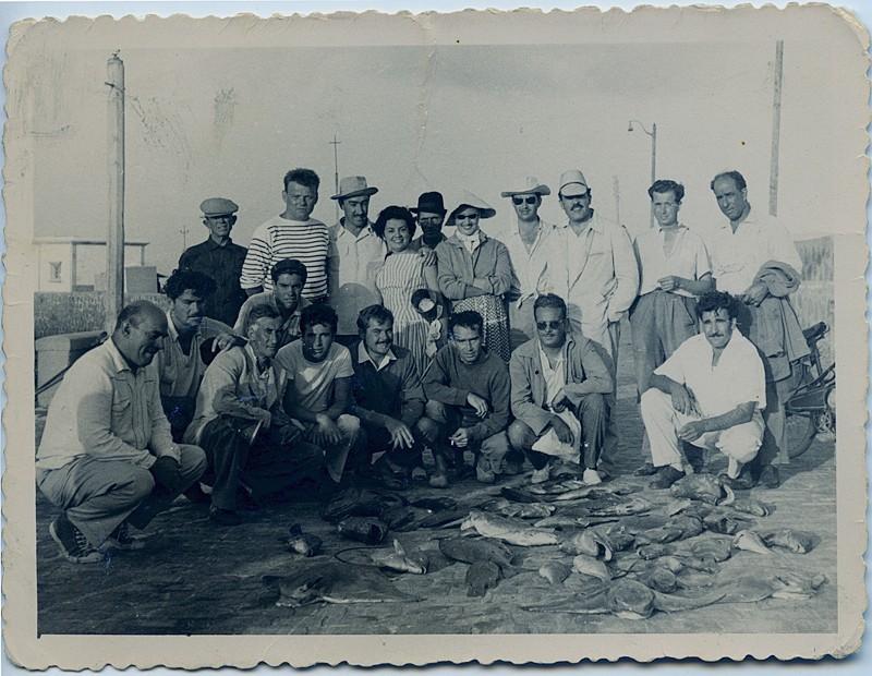 Pesca en el muelle comercial