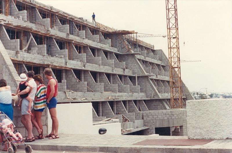 Aparthotel Fariones en construcción