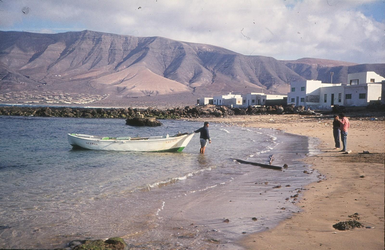 Varando barcos en La Caleta II