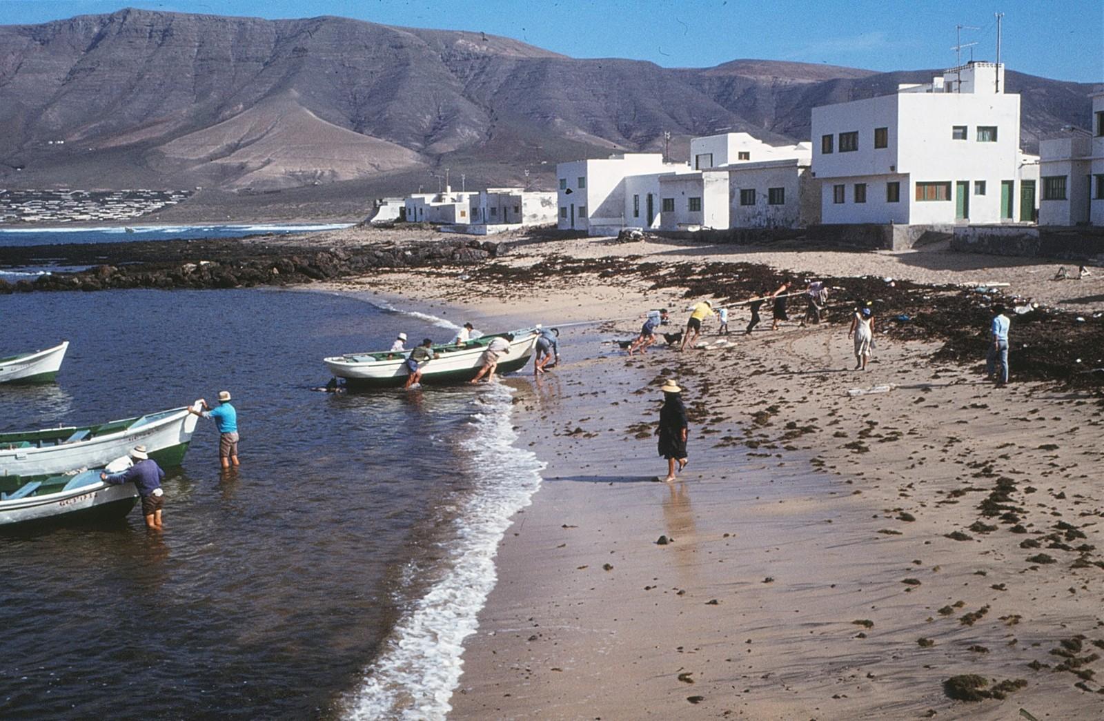 Varando barcos en La Caleta IV