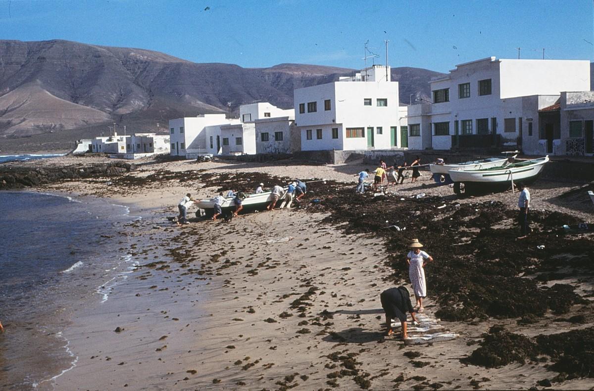 Varando barcos en La Caleta V