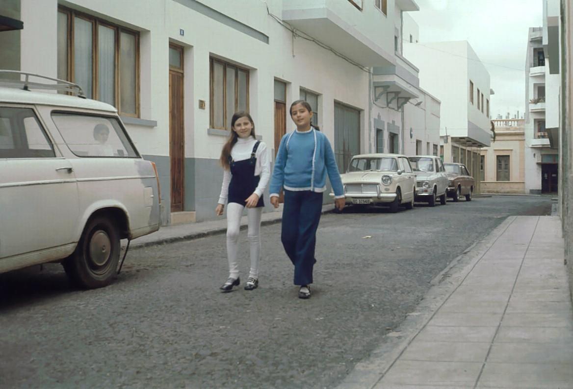 Amigas en la calle Figueroa