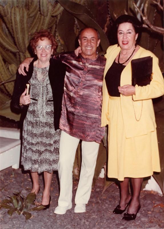 César Manrique con sus hermanas
