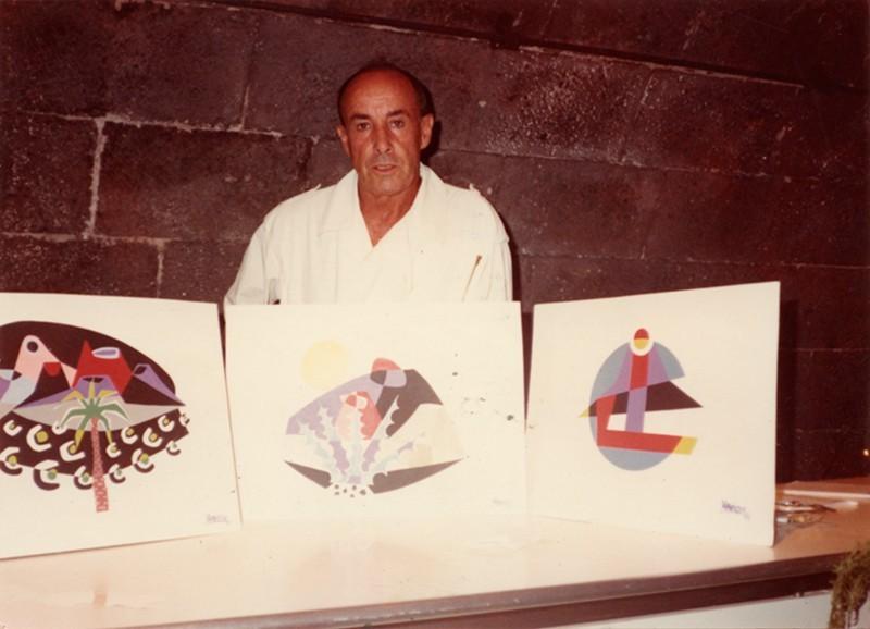 César Manrique con logotipos I