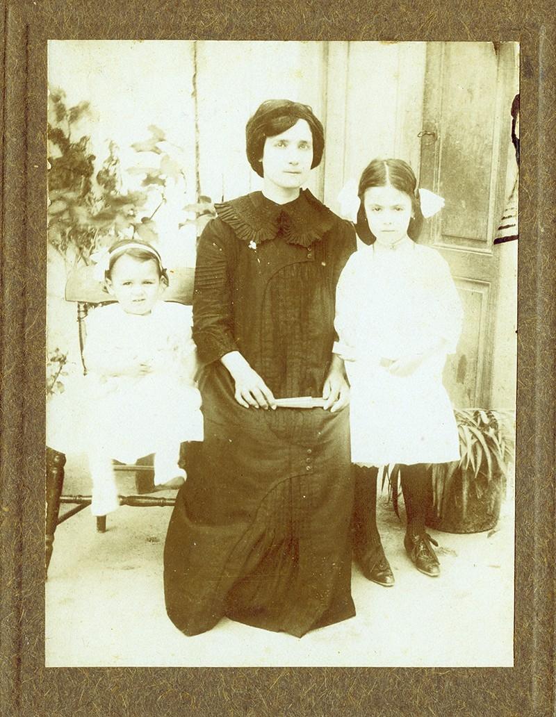 María Morera e hijas