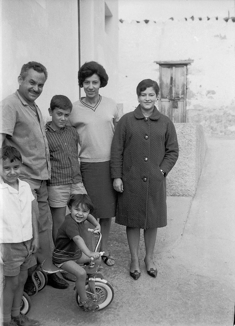Alfonso Acuña y familia