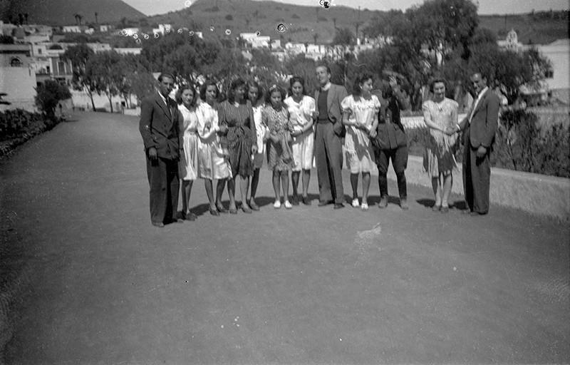 Jóvenes de Máguez paseando por Haría II