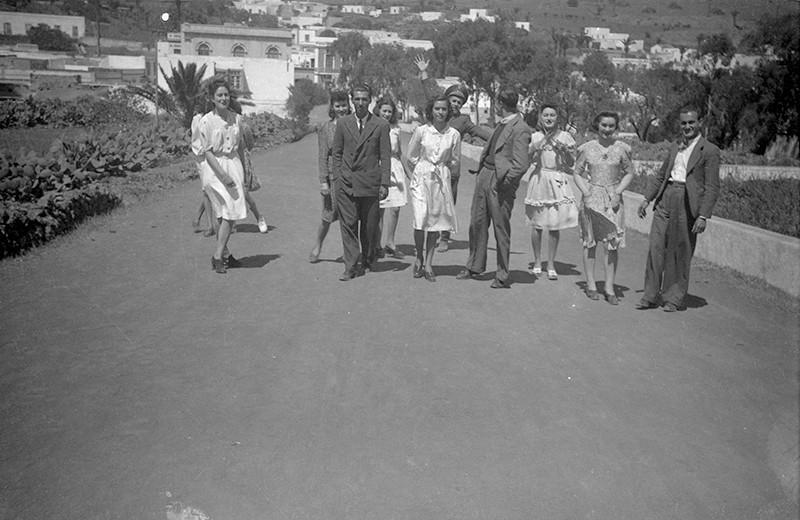 Jóvenes de Máguez paseando por Haría I