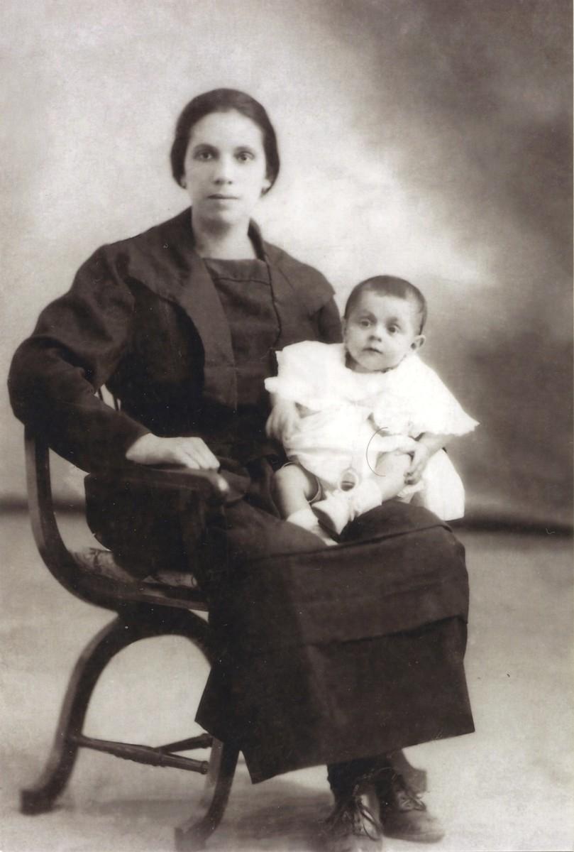Melitona Suárez y Carmen Barreto