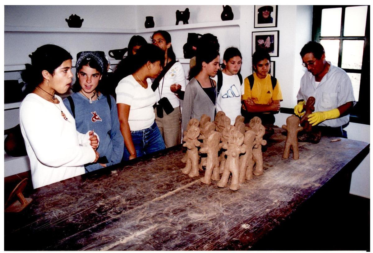 Escolares en el Monumento al Campesino