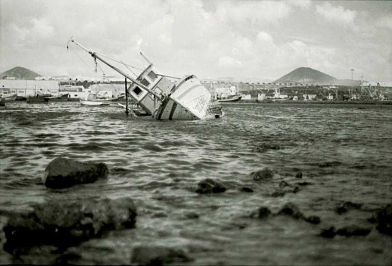 Barco en Puerto Naos II