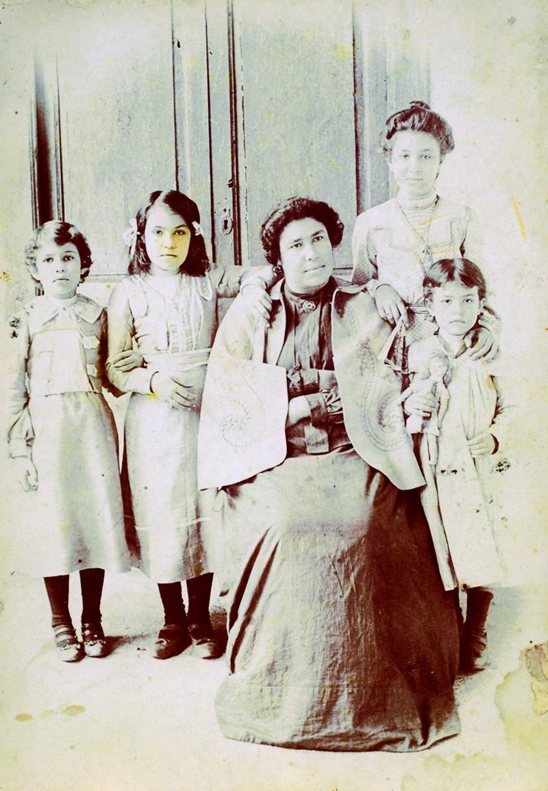Lucinda Fajardo e hijas