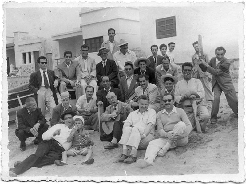 Tomás Armas y amigos en la Caleta de Famara