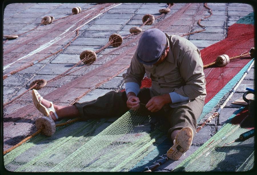 Reparación de redes de pesca III