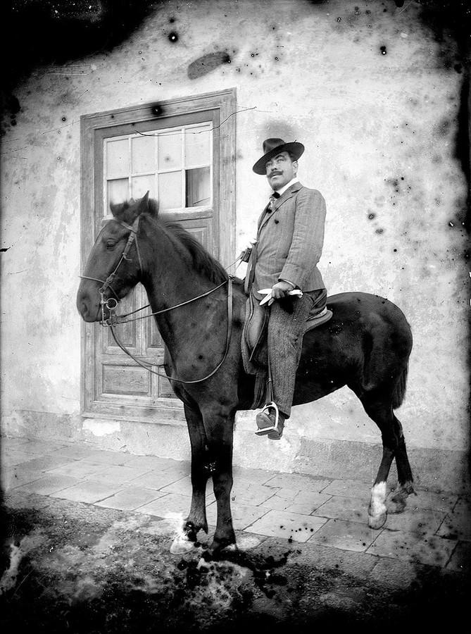 Hombre a caballo